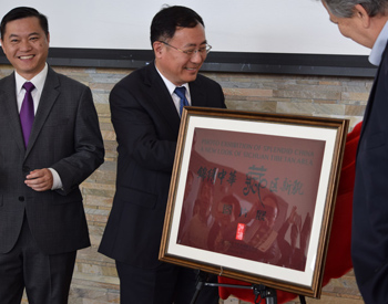 Interim Executive Vice Chancellor Peter Cowhey and the GUI Yonghau, vice president of Fudan University unveiling the plaque